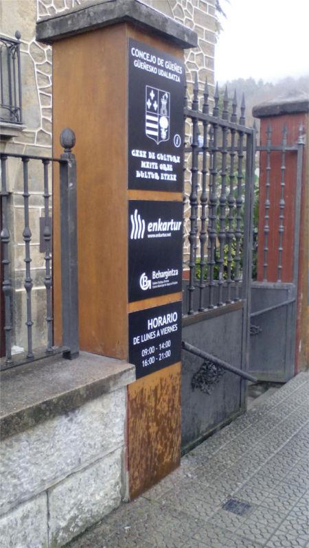 Diseño y revestimiento columnas Casa Cultura Güeñes